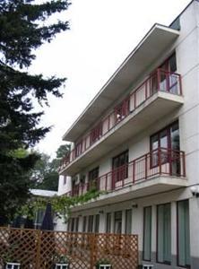 Conditii Hotel Floreta de Aur Bucureşti Restaurant, Parking, Medical Assistance Available, Mini Bar, Direct dial phone Adresa Hotel Floreta de Aur Bucureşti Av. Popa Marin 2