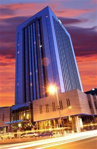 Conditii Hotel Howard Johnson Grand Plaza Bucureşti Business Center, Room Service, High-speed Internet, Fitness Room/Gym, Restaurant, Parking, Airport shuttle, Disabled Access, Concierge, Valet Parking, Massage / Beauty Centre, Elevator / […]