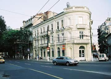 Conditii Hotel Kogălniceanu Bucureşti Room Service, High-speed Internet, Air Conditioned, Non-Smoking Rooms, Mini Bar, Cable / Satellite TV, Wake-up Service, Hair Dryer, TV, Laundry service, Laptop, Direct dial phone Adresa […]