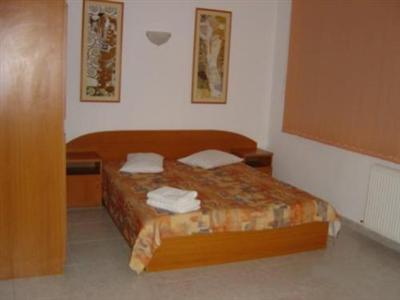 Conditii Motel Colentina Bucureşti Business Center, High-speed Internet, Parking, Air Conditioned, Non-Smoking Rooms, Cable / Satellite TV, Kitchenette, Coffee / Tea Maker, Hair Dryer, TV Adresa Motel Colentina Bucureşti Colentina […]