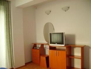 Descriere si Preturi Villa Edera Residence Bucureşti Apartamentele sunt echipate cu tot confortul necesar şi complet mobilate. Toate au un dormitor spaţios, terasă, bucătărie chipată, baie mare cu duş şi […]