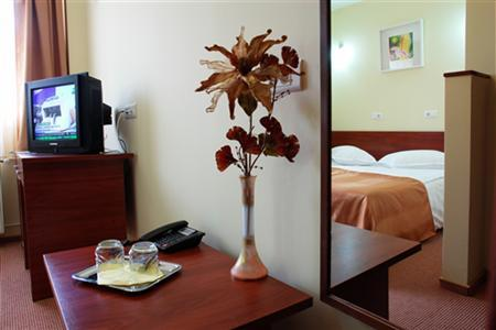 Conditii Hotel City Bucureşti High-speed Internet, Parking, Pet Friendly, Disabled Access, Concierge, Elevator / Lift, 24 Hour Reception, Air Conditioned, Non-Smoking Rooms, Safe-Deposit Box, Mini Bar, Refrigerator, Cable / Satellite […]