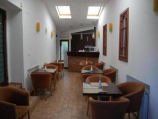 Conditii Hotel Popişteanu Bucureşti Business Center, High-speed Internet, Dry Cleaning, Air Conditioned, Mini Bar, Bath / Hot Tub, TV, Laundry service, Shower Adresa Hotel Popişteanu Bucureşti Strada Avenida Popisteanu 50 […]