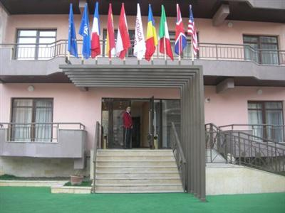 Conditii Phoenicia Apartments Unirii Room Service, Parking, Airport shuttle, Valet Parking, Elevator / Lift, Dry Cleaning, Air Conditioned, Non-Smoking Rooms, Safe-Deposit Box, Cable / Satellite TV, Kitchenette, TV, Photocopier, Facsimile, […]