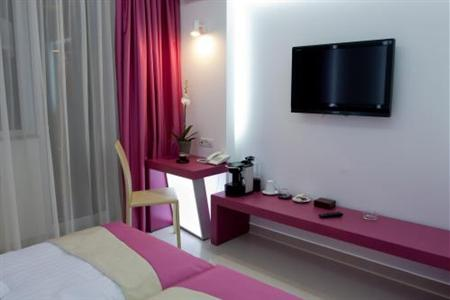 Conditii Hotel Christina Bucureşti Business Center, Room Service, High-speed Internet, Restaurant, Parking, Airport shuttle, Concierge, Valet Parking, Massage / Beauty Centre, Elevator / Lift, 24 Hour Reception, Dry Cleaning, Babysitting...