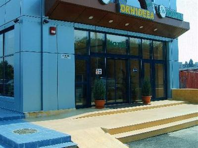 Conditii Hotel Sir Orhideea, Bucureşti Room Service, High-speed Internet, Fitness Room/Gym, Parking, Disabled Access, Massage / Beauty Centre, Elevator / Lift, Air Conditioned, Banquet Facilities, Multilingual Staff, Safe-Deposit Box, Sauna, […]