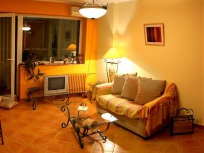 Conditii A&A Accommodation – Bucureşti Business Center, High-speed Internet, Parking, Airport shuttle, Elevator / Lift, Air Conditioned, Refrigerator, Cable / Satellite TV, In Room Movies, Bath / Hot Tub, Kitchenette, […]