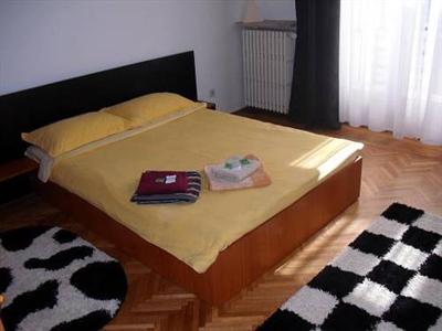 Conditii Bucharest Apartments Business Center, Room Service, Pet Friendly, Airport shuttle, Elevator / Lift, Air Conditioned, Non-Smoking Rooms, Mini Bar, Cable / Satellite TV, Bath / Hot Tub, Kitchenette, Coffee […]