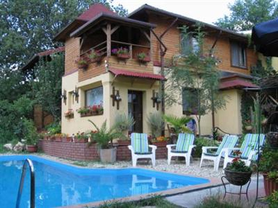 Conditii Pensiunea Casa Mică Swimming pool, Airport shuttle, Air Conditioned, Non-Smoking Rooms, Cable / Satellite TV, TV, Garden, Internet Connection (wireless), Pool Outdoor, Packed Lunches, Luggage Storage, Designated Smoking Area […]