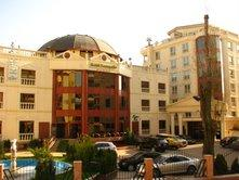 Conditii Persepolis Hotel High-speed Internet, Fitness Room/Gym, Parking, Swimming pool, Airport shuttle, Elevator / Lift, Dry Cleaning, Air Conditioned, Banquet Facilities, Conference Room(s), Currency Exchange, Multilingual Staff, Sauna, Mini Bar, […]